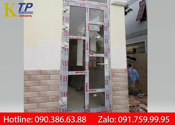Cửa nhôm Xingfa 1 cánh chia ô tem đỏ nhập khẩu Quảng Đông chính hãng